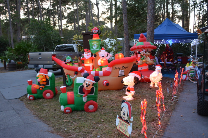 Mickey And Minnie Mouse Outdoor Christmas Decorations ...