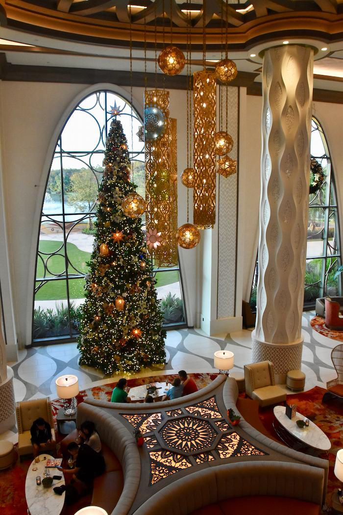Gran Destino Tower Celebrates The Holidays With Elegant Christmas Decor At Disney S Coronado Springs Resort Photos Video Mousesteps